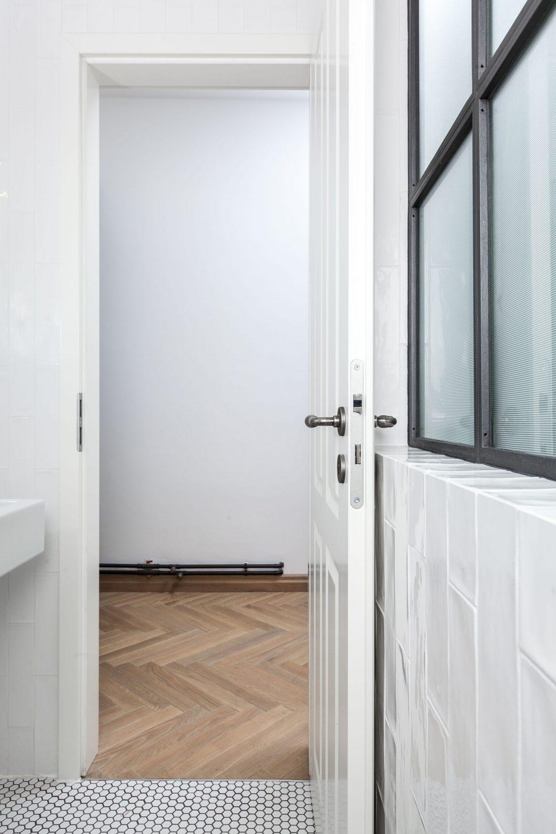 restavratsiya-staroj-kvartiry-v-berline-po-proektu-studii-itay-friedman-24