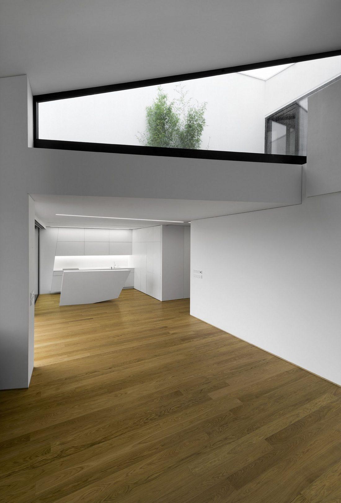 villa-z-v-chehii-v-monohromnom-stile-foto-interera-24