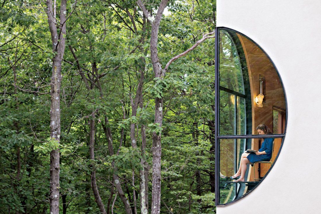 4d-gostevoj-dom-v-lesu-po-proektu-steven-holl-architects-2