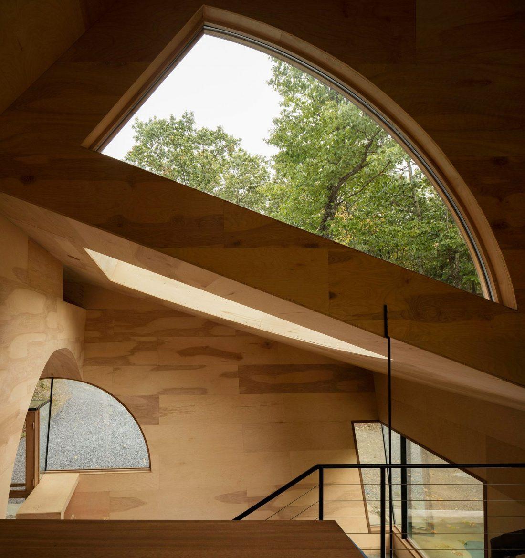 4d-gostevoj-dom-v-lesu-po-proektu-steven-holl-architects-24