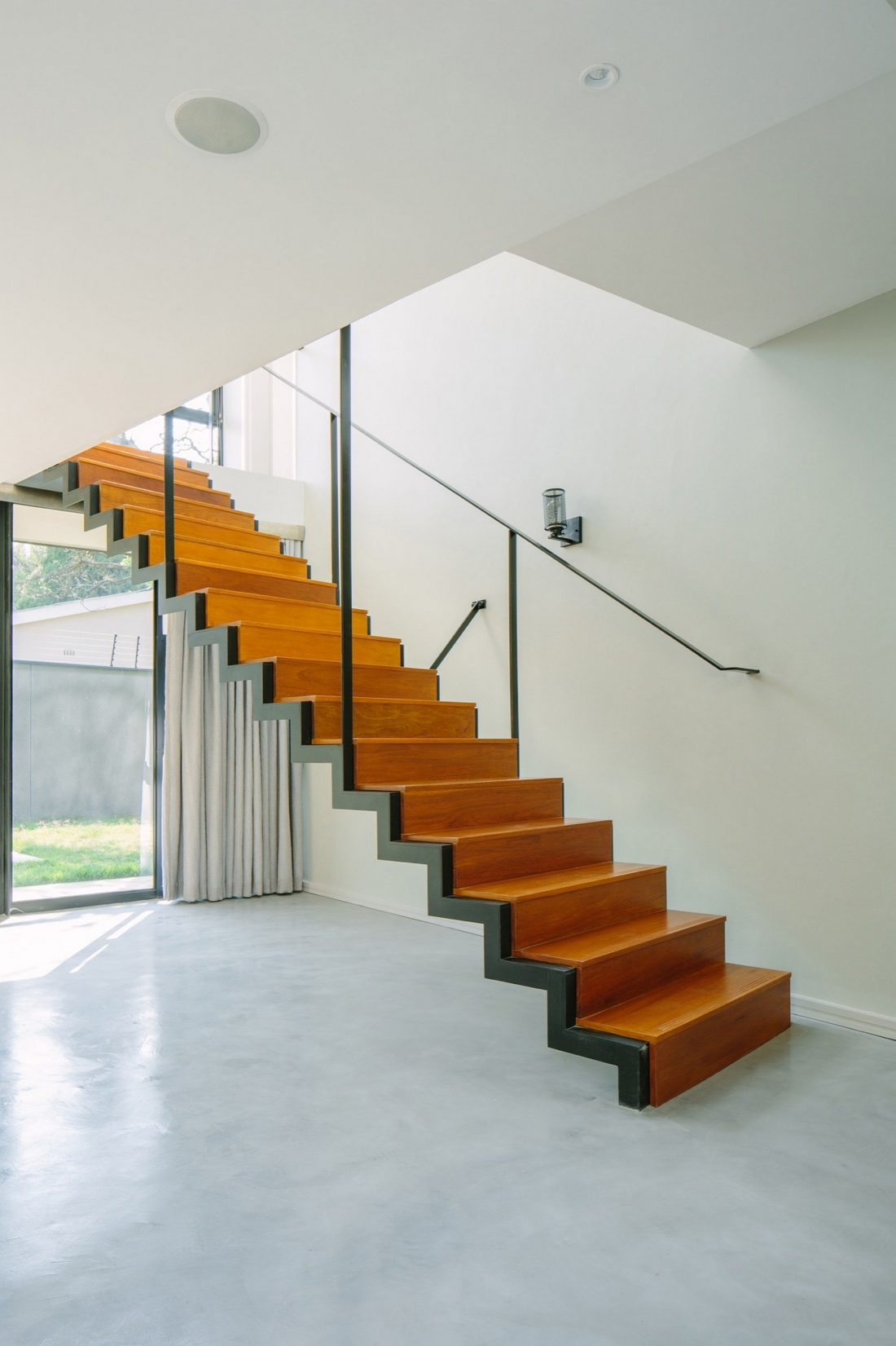 granitnyj-dom-komfortnoe-zhile-vysokaya-energoeffektivnost-11
