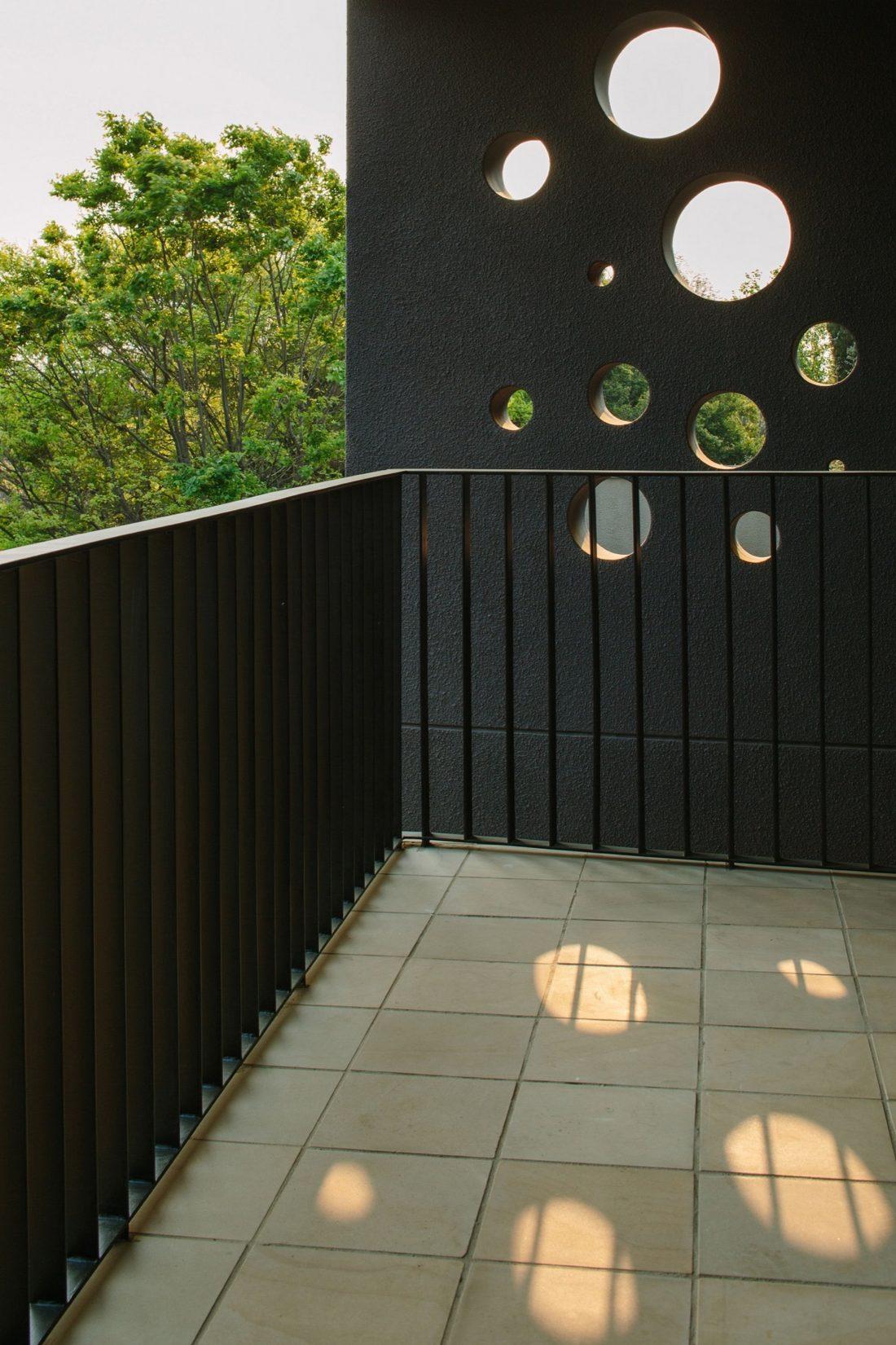 granitnyj-dom-komfortnoe-zhile-vysokaya-energoeffektivnost-9