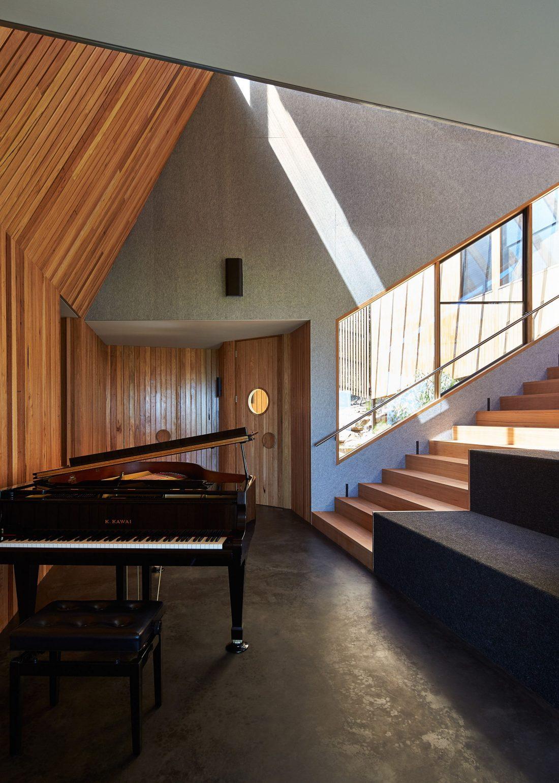 raskolotyj-dom-shedevr-zodchestva-ot-studii-bkk-architects-19