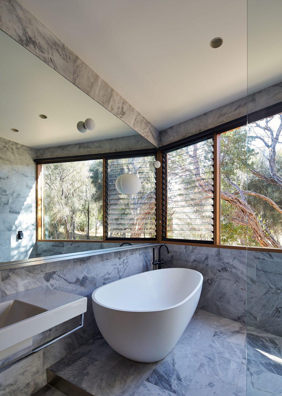 Стиль минимализм в интерьере ванной комнаты-26