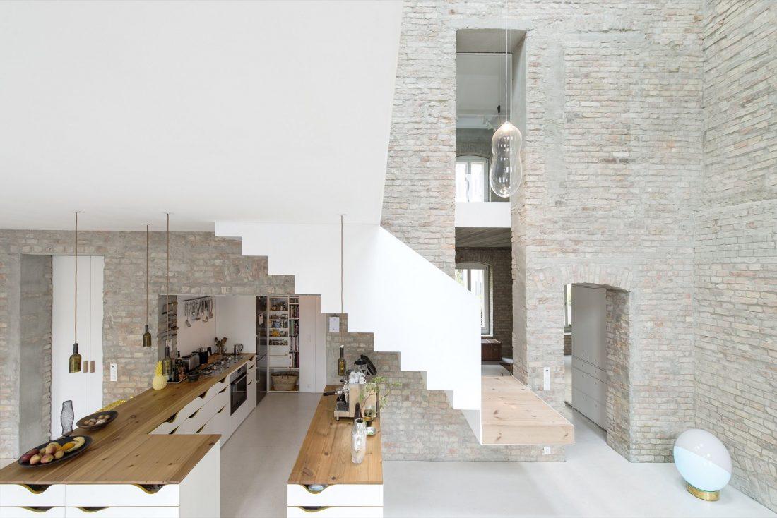rekonstruktsiya-starinnogo-zdaniya-v-berline-po-proektu-asdfg-architekten-1