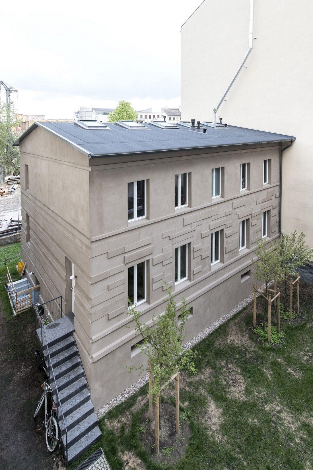 rekonstruktsiya-starinnogo-zdaniya-v-berline-po-proektu-asdfg-architekten-19