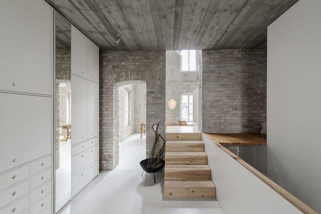 rekonstruktsiya-starinnogo-zdaniya-v-berline-po-proektu-asdfg-architekten-2