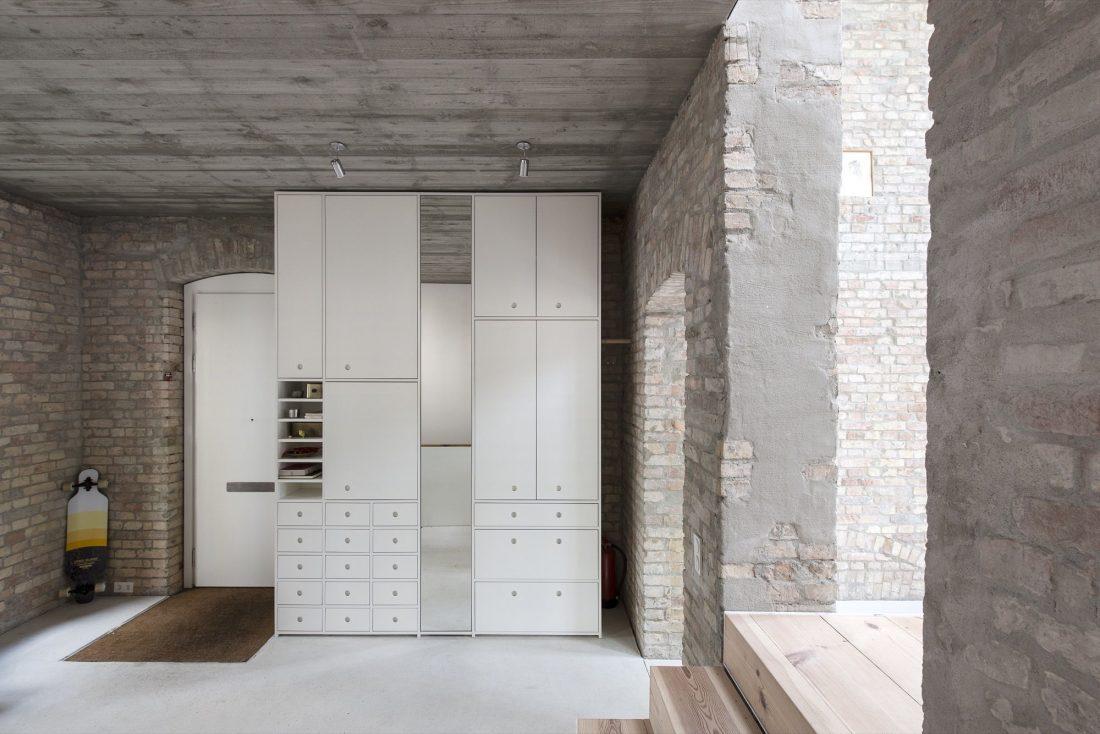 rekonstruktsiya-starinnogo-zdaniya-v-berline-po-proektu-asdfg-architekten-20