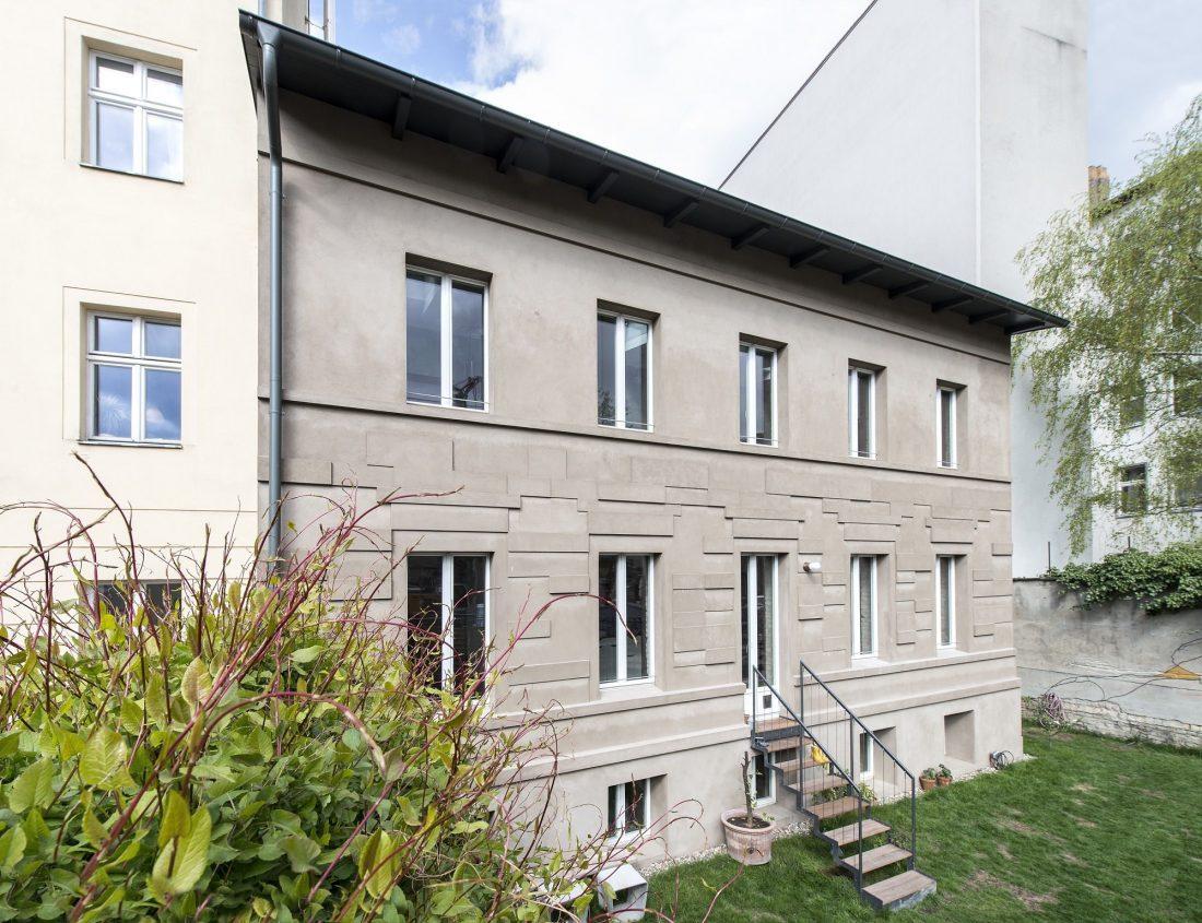 rekonstruktsiya-starinnogo-zdaniya-v-berline-po-proektu-asdfg-architekten-4