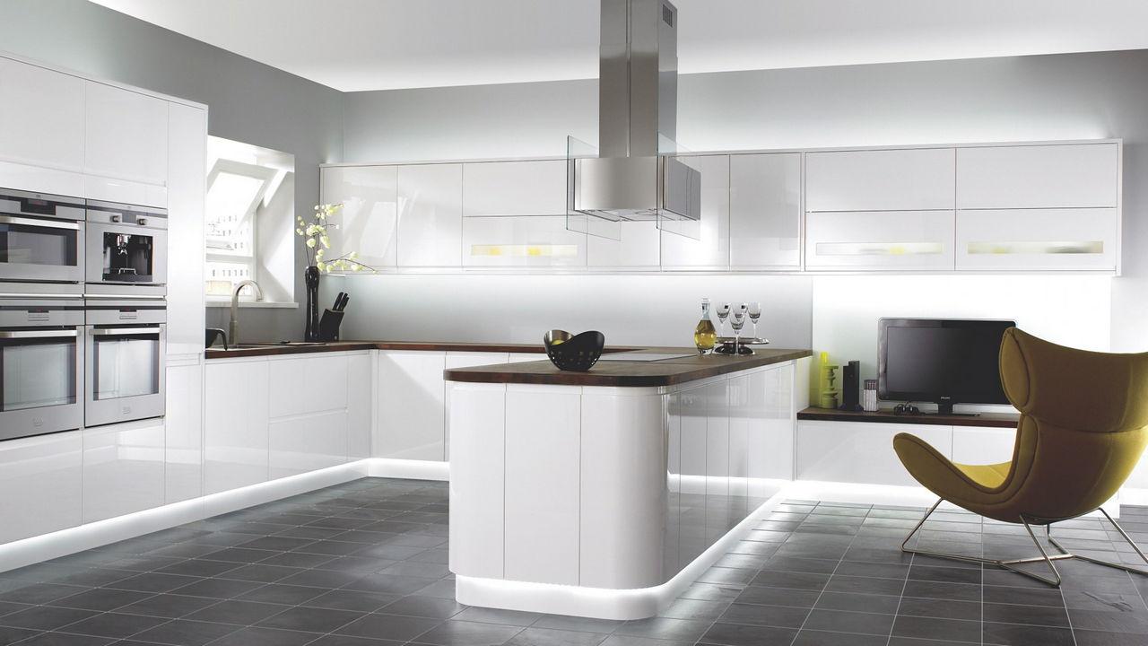 Белые кухни хай тек дизайн