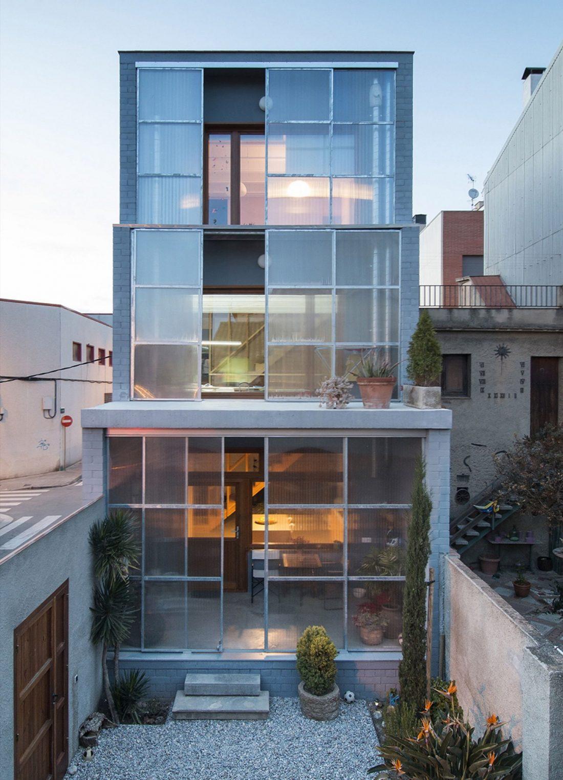 trehetazhnyj-dom-v-barselone-po-proektu-studii-h-arquitectes-1