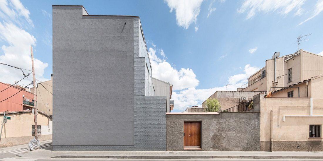 trehetazhnyj-dom-v-barselone-po-proektu-studii-h-arquitectes-13
