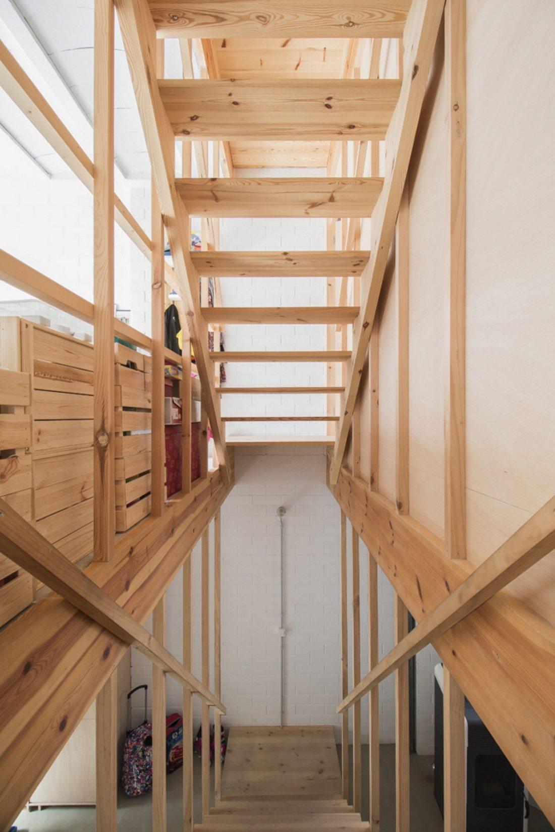 trehetazhnyj-dom-v-barselone-po-proektu-studii-h-arquitectes-15