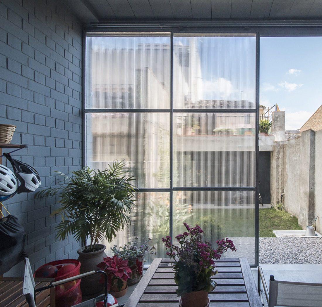 trehetazhnyj-dom-v-barselone-po-proektu-studii-h-arquitectes-4