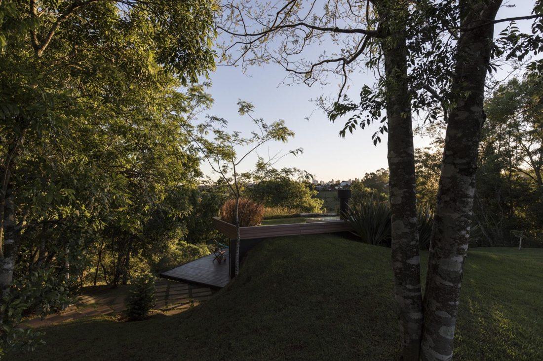 Деревенский дом в Бразилии от студии Sacha Zanin 15
