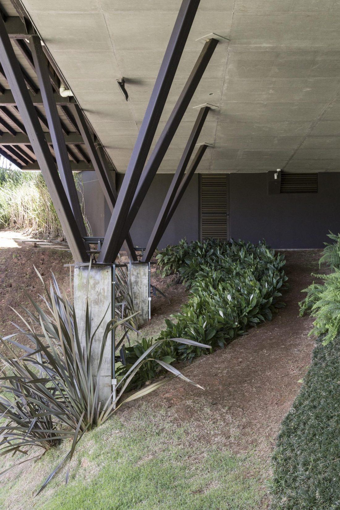 Деревенский дом в Бразилии от студии Sacha Zanin 16
