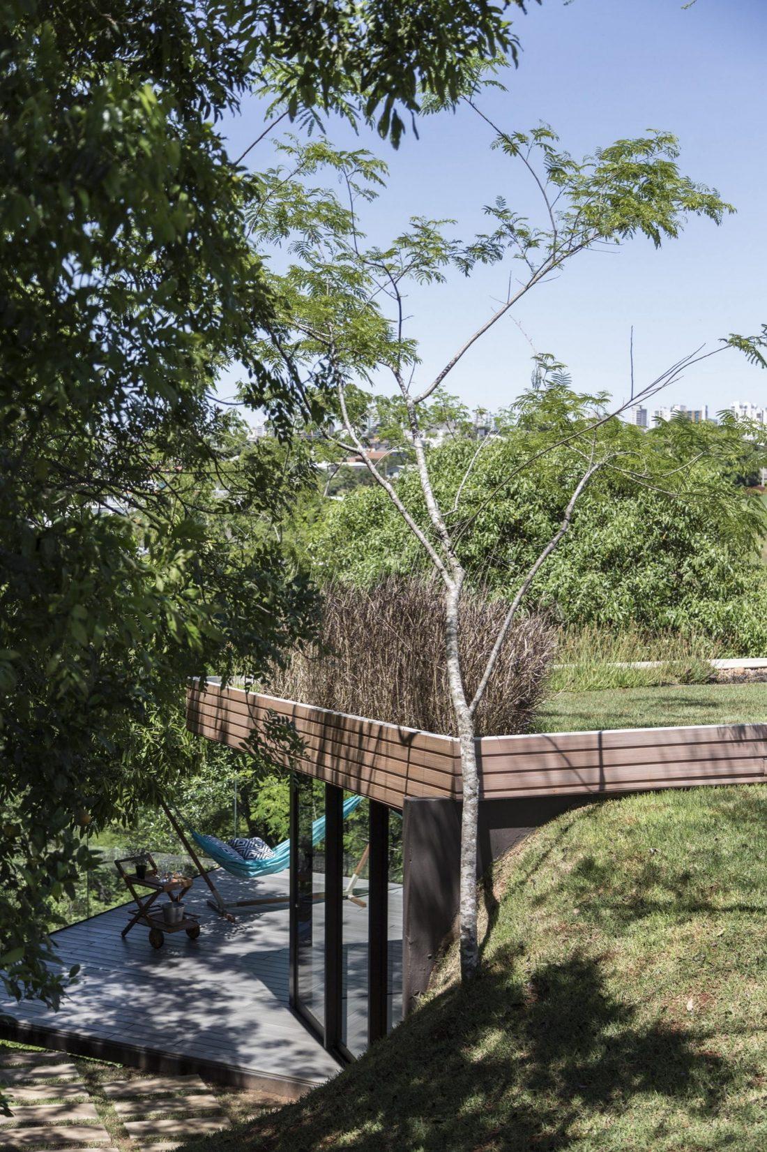 Деревенский дом в Бразилии от студии Sacha Zanin 20
