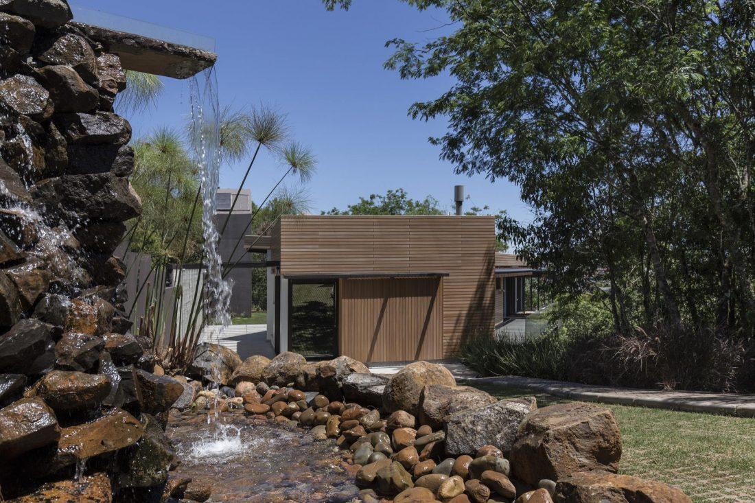 Деревенский дом в Бразилии от студии Sacha Zanin 22