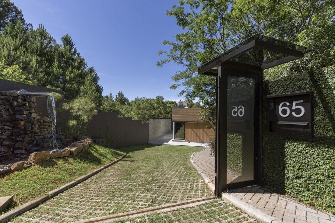 Деревенский дом в Бразилии от студии Sacha Zanin 24