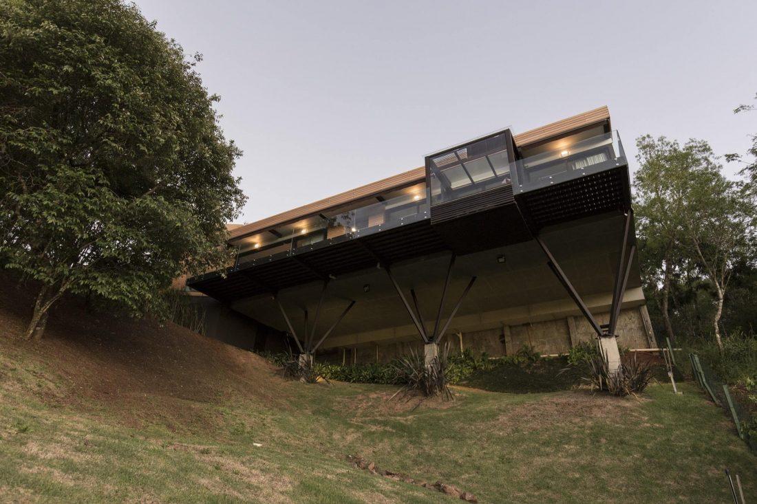 Деревенский дом в Бразилии от студии Sacha Zanin 5