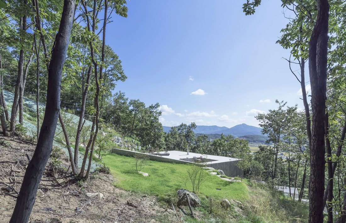 Дом на склоне горы от студии BCHO Architects 11