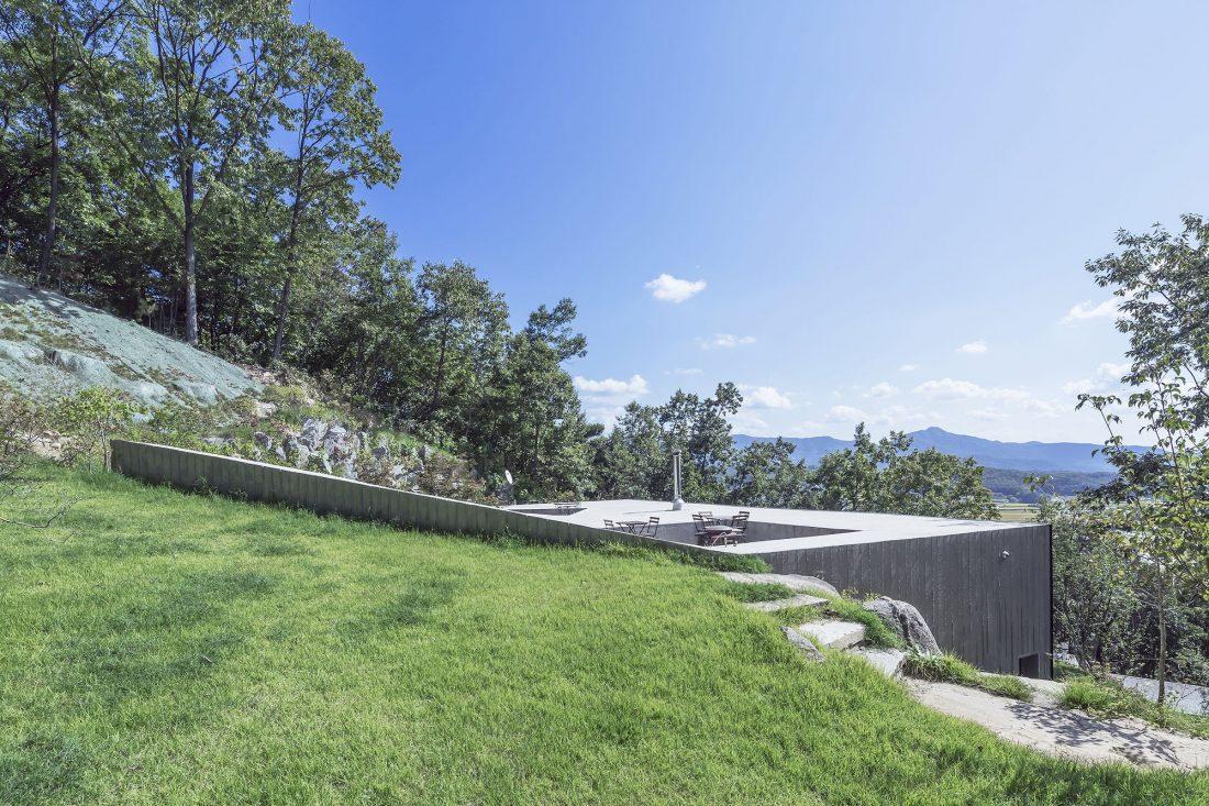 Дом на склоне горы от студии BCHO Architects 12