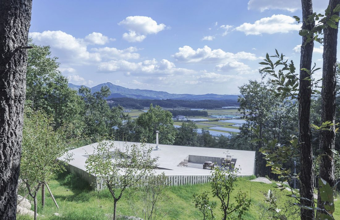 Дом на склоне горы от студии BCHO Architects 14