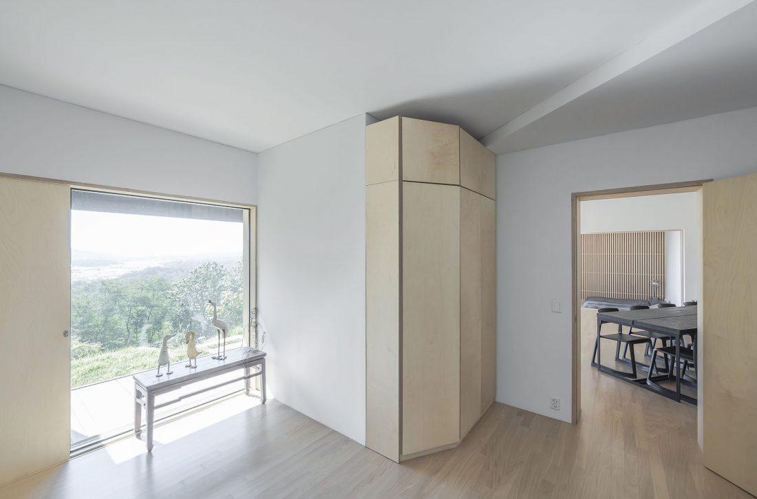 Дом на склоне горы от студии BCHO Architects 18
