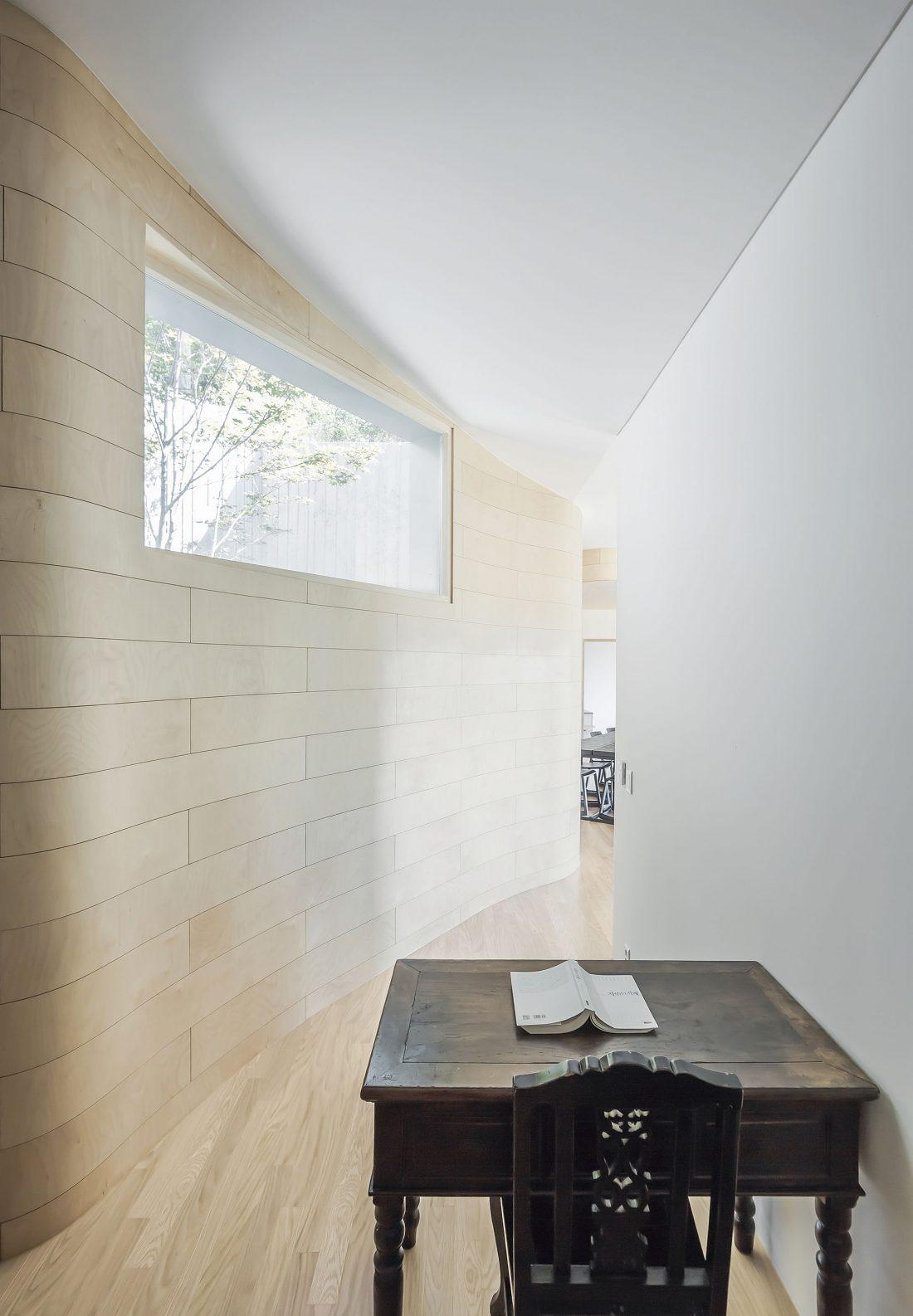 Дом на склоне горы от студии BCHO Architects 21