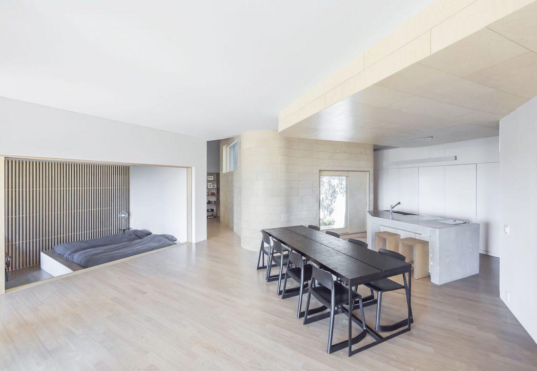 Дом на склоне горы от студии BCHO Architects 24