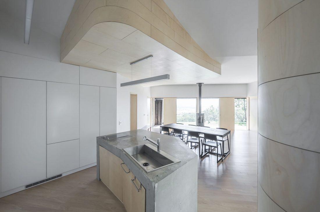 Дом на склоне горы от студии BCHO Architects 25