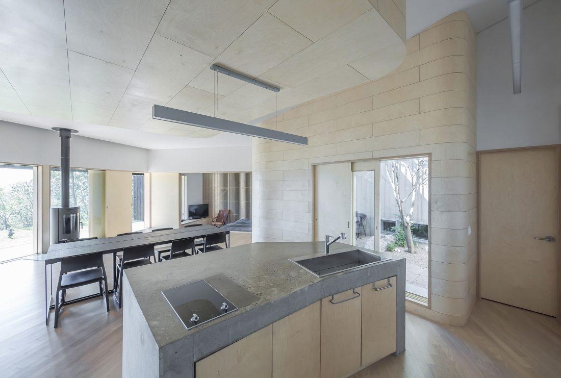 Дом на склоне горы от студии BCHO Architects 26