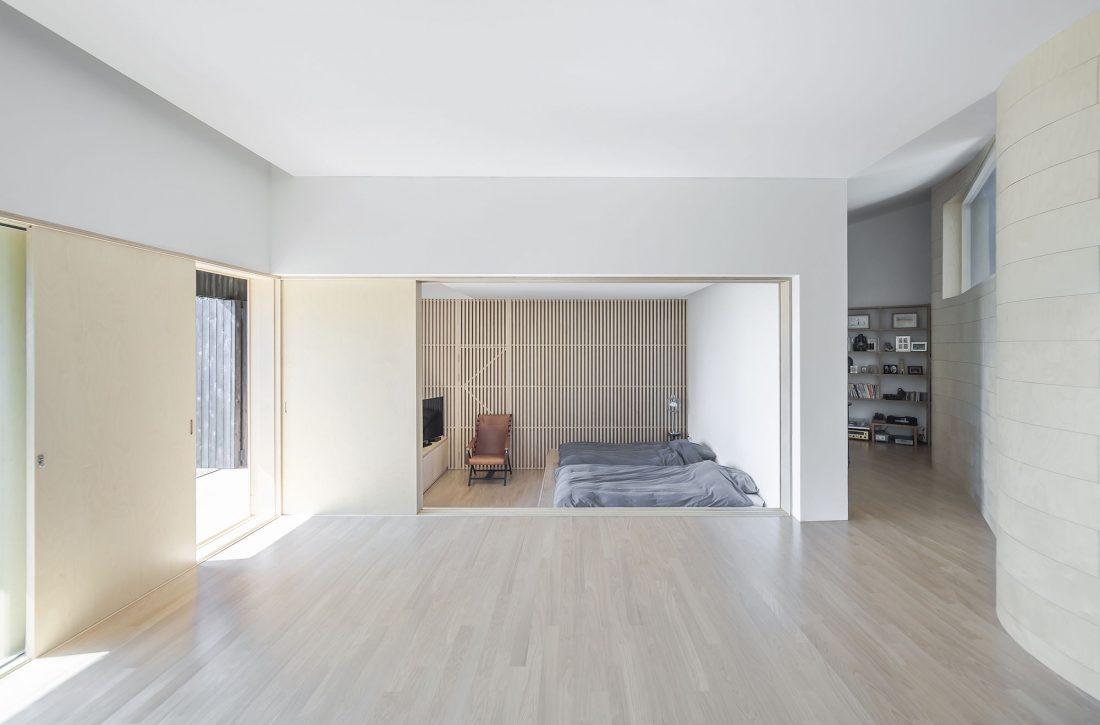 Дом на склоне горы от студии BCHO Architects 27