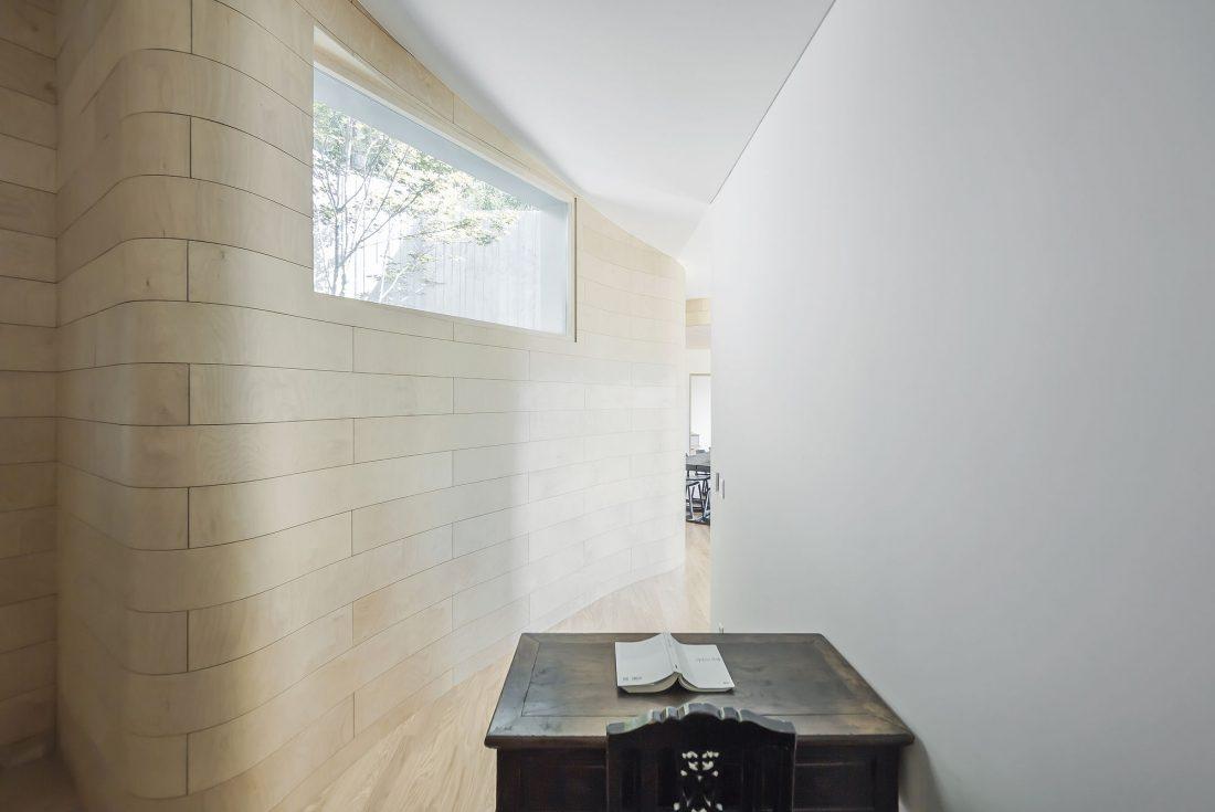 Дом на склоне горы от студии BCHO Architects 28