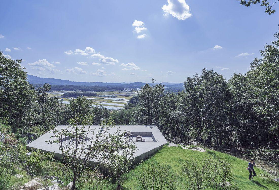Дом на склоне горы от студии BCHO Architects 6