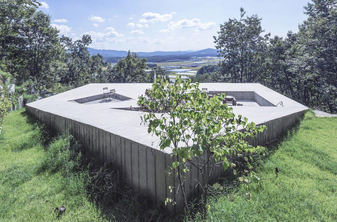 Дом на склоне горы от студии BCHO Architects 8