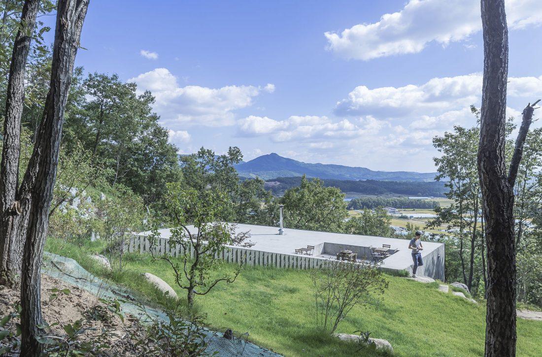 Дом на склоне горы от студии BCHO Architects 9