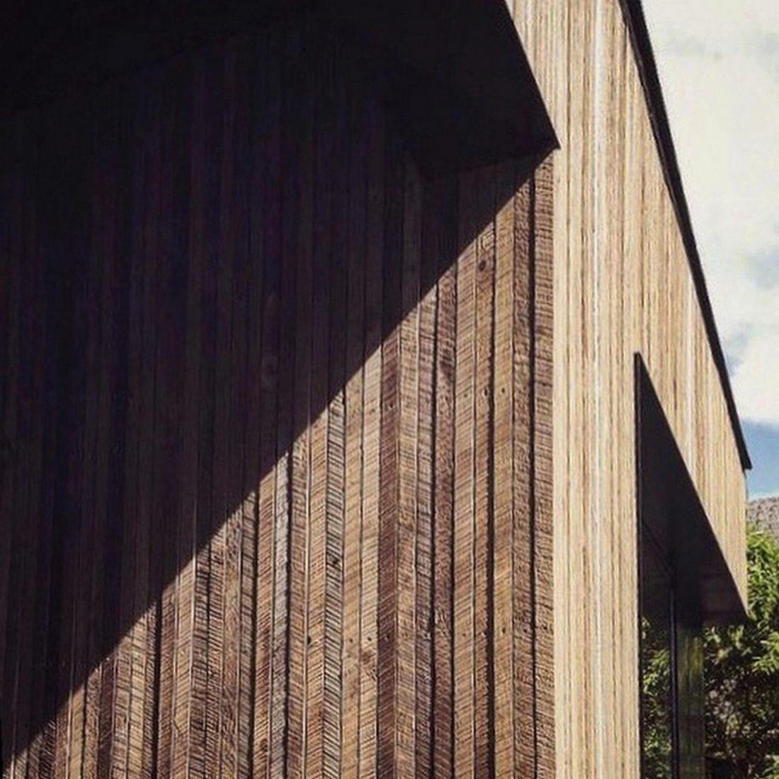 Дом с отделкой из вяза от студии Peter Braithwaite Studio 5