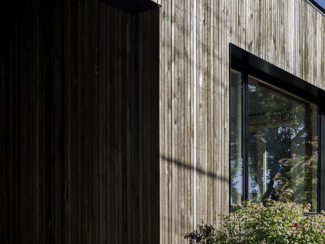 Дом с отделкой из вяза от студии Peter Braithwaite Studio 9