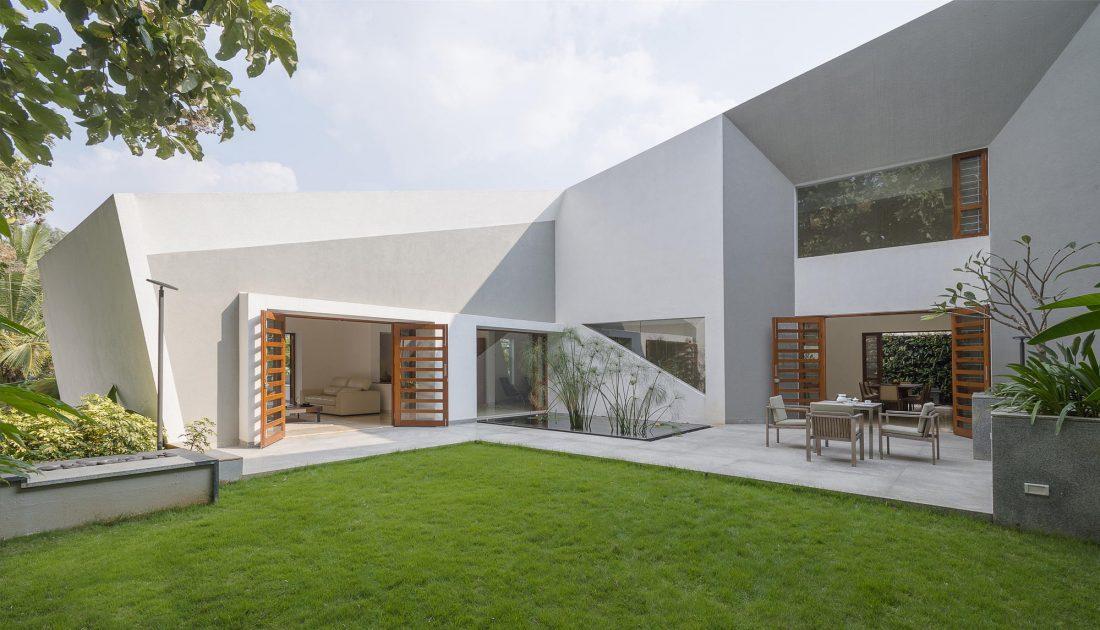 Дом с внутренним двором от Architecture Paradigm 19