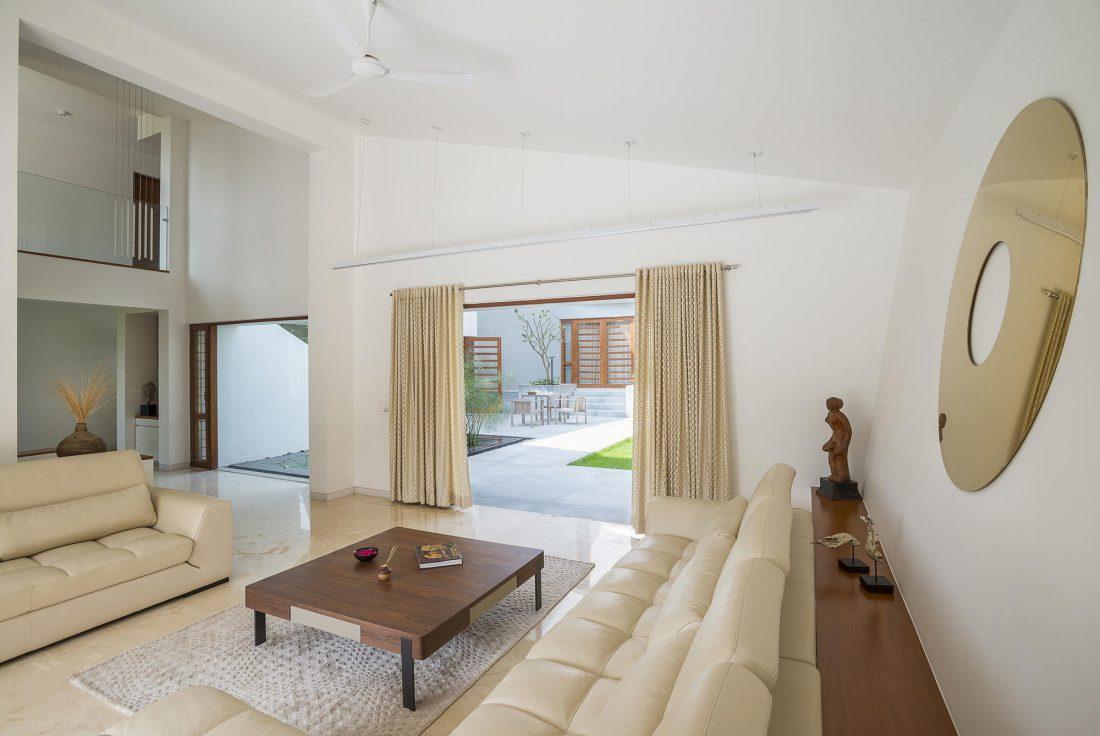 Дом с внутренним двором от Architecture Paradigm 6