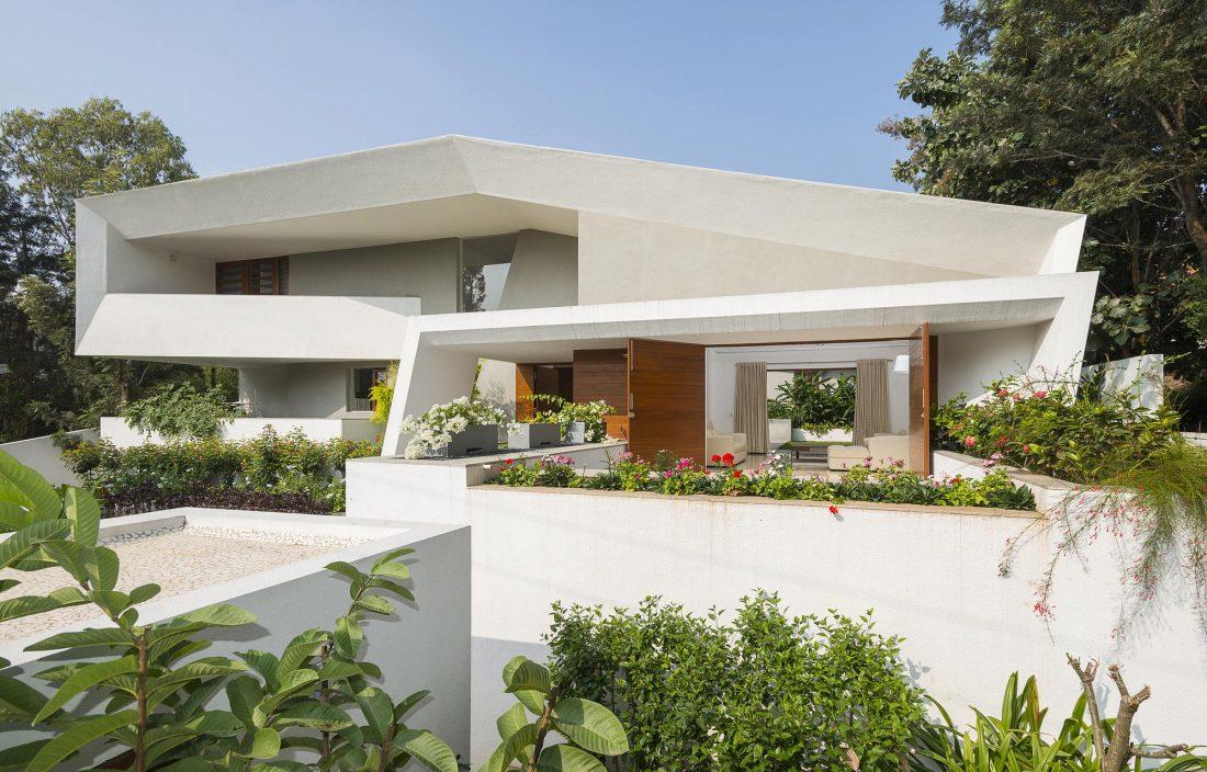 Дом с внутренним двором от Architecture Paradigm 8