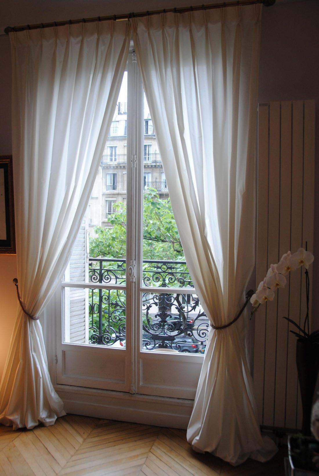 Французские шторы в гостиной 1
