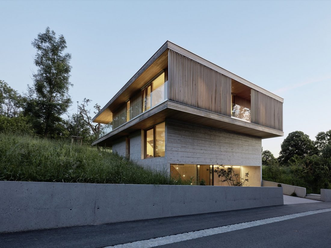 house-d-proekt-studii-dietrich-untertrifaller-architekten-v-soglasii-s-prirodoj-10