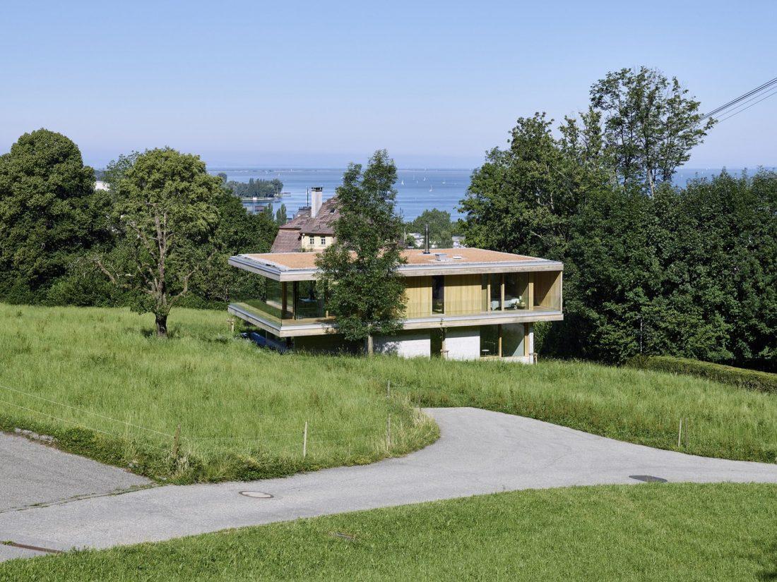 house-d-proekt-studii-dietrich-untertrifaller-architekten-v-soglasii-s-prirodoj-3