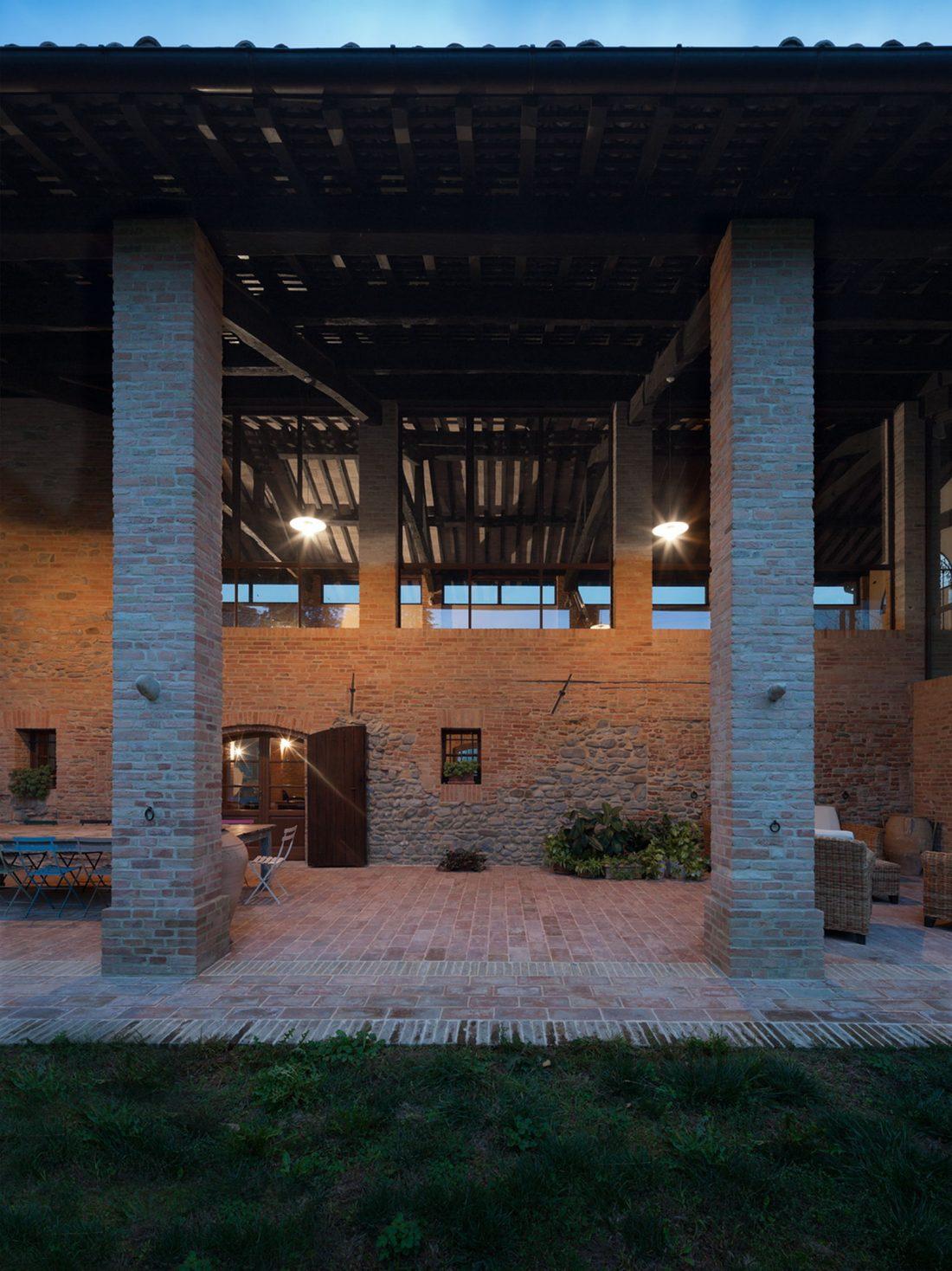 obnovlenie-starinnoj-fermy-ot-studii-studiomas-architetti-11