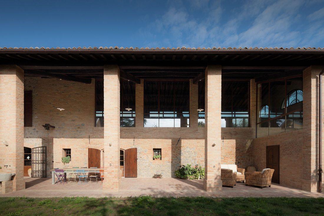 obnovlenie-starinnoj-fermy-ot-studii-studiomas-architetti-3