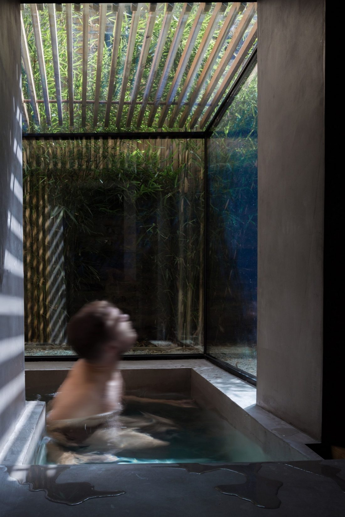 Проект Затонувшая ванная от студии Studio 304 Architecture 8