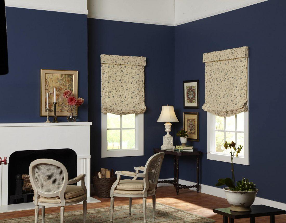 Римские шторы в гостиной 13