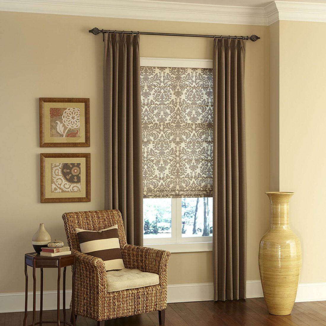 Римские шторы в гостиной 2